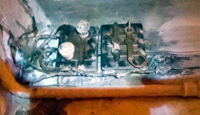 Старая довоенная проводка в аварийном доме на Старом Арбате. Эксклюзивное фото от нашего электрика